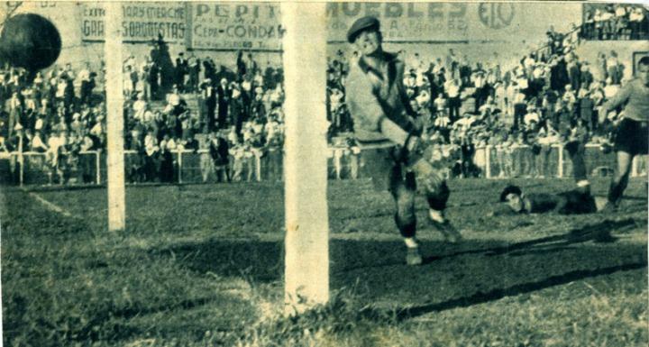 Suárez ante uno de los goles de Martín.